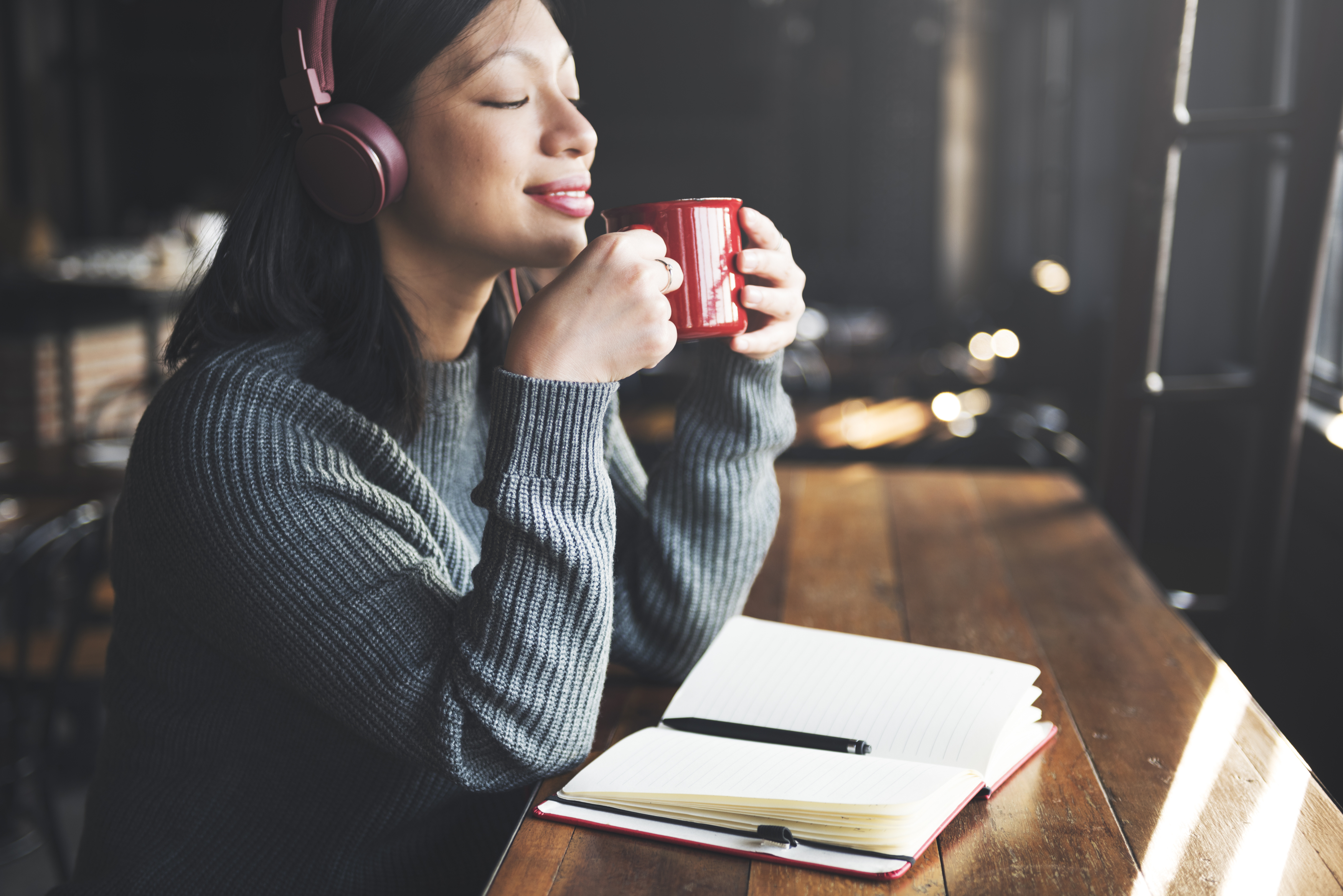 Kan man lyssna på musik när man pluggar?